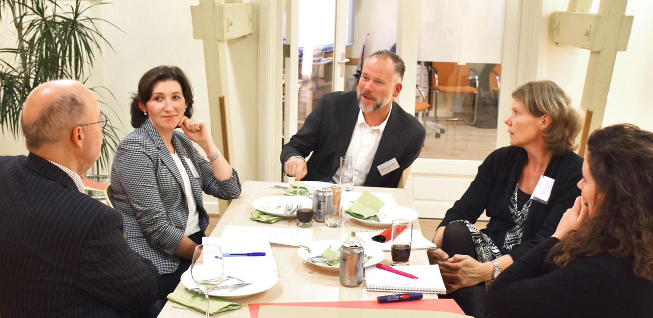 Rondetafelbijeenkomst over zelfsturing en zelforganisatie